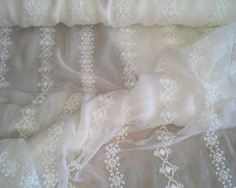 100% Pure Silk - French Knots - Vintage