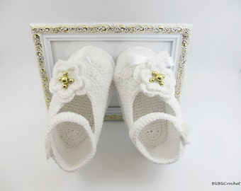 White baby girl shoe, Crochet baby shoes, Crochet baby booties, Baby Girl Booties, Crochet Booties,  Baby Girl Slippers, Mary Janes