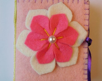 Flower Needle Wallet, hand sewing accessory, needle or pin keeper case, needle book, quilting notions, embroidery helper, Valentines Day