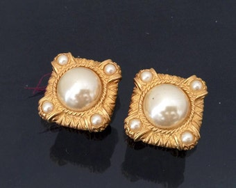 Vintage Jewelry Gold-Tone Faux Pearl Clip on Earrings