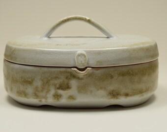 Porcelain 'purse' box