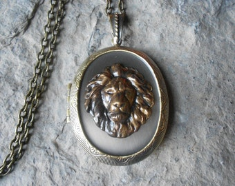 LOCKET--Stunning Lion Bronze Pendant Locket - Lion's Head Locket -  Vintage Look - Antiqued Look--- Great Quality