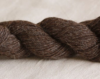Wool rug yarn spun from my Navajo Churro sheep fleeces.  NATURAL DARK GREY.  Tightly spun and sold in 4 oz hanks of 100yards.