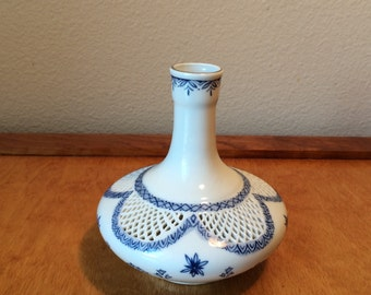 Small White Porcelain Vase - Lattice Design - Made in China