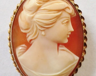 Exquisite REAL SHELL Carved CAMEO Brooch