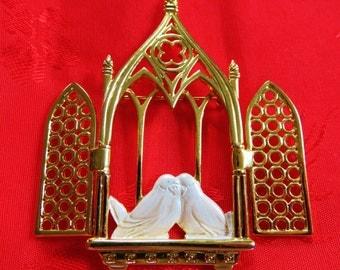 Very Rare JJ Jonette Gold Tone Church Window Opens To Reveal Two Lovebirds Inside Pin