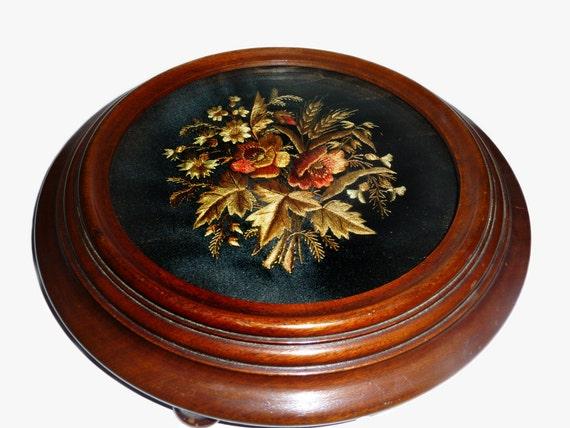 Antique Needlepoint Silk Velvet Panel In Round Oak Wood Frame