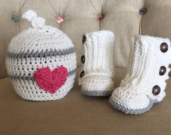 Crocheted boots and hat set, baby gift, wrap boots, baby beanie, baby accessory, lauette, baby boots