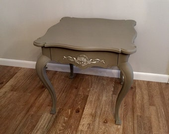 Beautiful End Table, Side Table, One Drawer