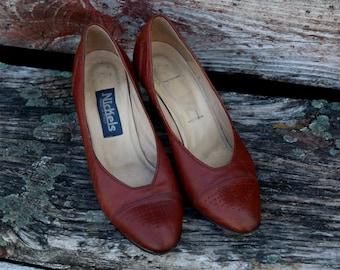 Vintage Italian Leather Heels. Women's size 7 1/2. Brown Leather Pumps. Nickels. 1980's. Simple Elegant Shoes. Warm Brown Leather high Heels