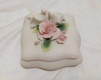 Capodimonte Italian Porcelain DOVES Applied pink Roses Dresser trinket Box