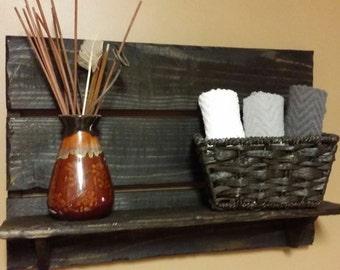 Rustic home decor, Pallet shelf, Bathroom Shelf, kitchen shelf, farmhouse decor, country  decor, wood shelf, Rustic  Decor, Housewarming