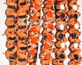 HALLOWEEN CHOCOLATE Dipped PRETZELS*12 Count*Chocolate Gourmet Pretzels*Halloween Party*Bats*Skulls*Pumpkins*Bugs*Bones*Halloween Candy