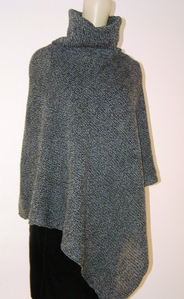 Poncho with collar knit of merino wool. Very warm soft