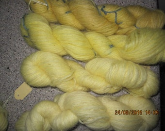 Icelandic pure wool, hand dyed with Matricaria maritima 140815