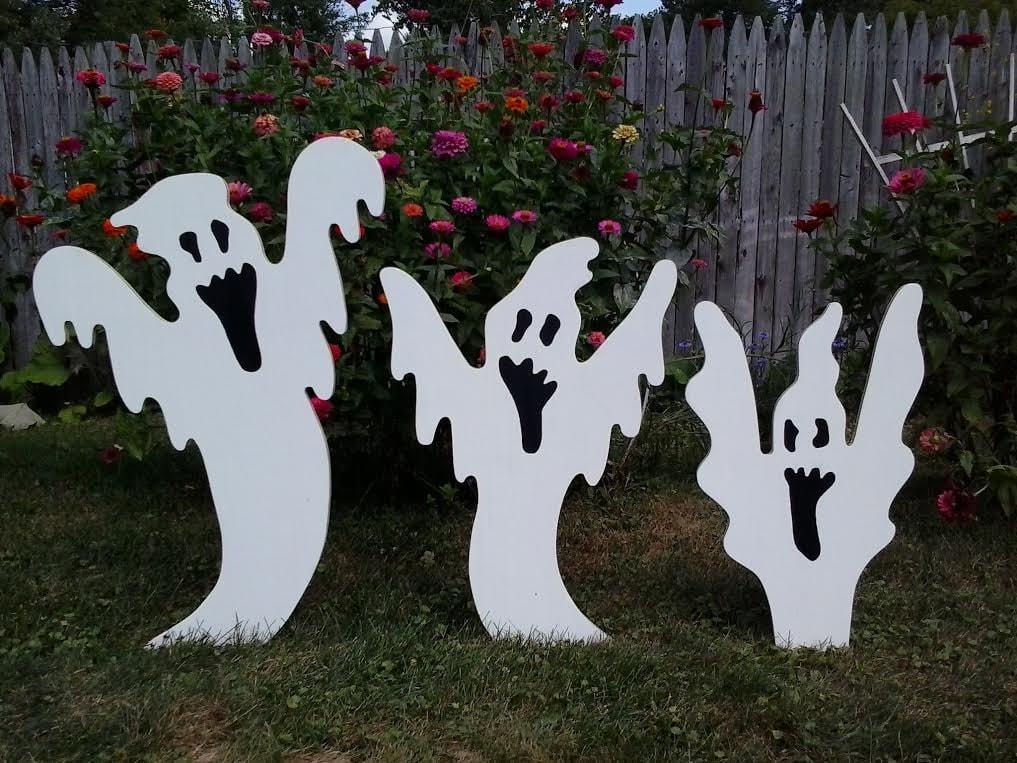 Halloween rising ghosts halloween outdoor wood yard art lawn for Outdoor yard art decorations