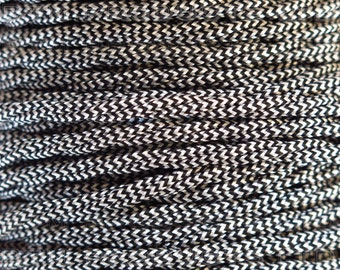 1m Vintage Black & White Braided TWISTED Fabric Cable Lighting Flex. 3 Core 3 Amps.