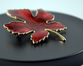Vintage red gold toned enamel maple leaf Brooch/Pin