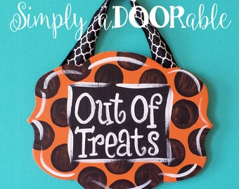 Out of Treats Wood Door Sign by Simply aDOORableNC.  Out of Candy Sign, Halloween Sign, Halloween Decor, Trick or Treat Sign