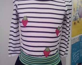 Long shirt with Strawberry - applications for girls in 92-2 J, white-black striped with red-dotted strawberries, cotton, Anna - em