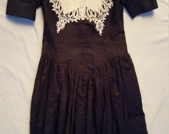 VINTAGE Navy Linen dress with Battenburg Lace Collar and Bodice