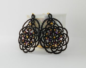 Black lace earrings, black earrings with black agat, tatted earrings, tatting jewelry, lace jewelry