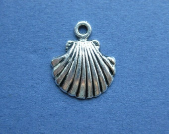 10 Shell Charm - Sea Shell Charm - Shell Pendant - Antique Silver - 18mm x 15mm -- (No.75-10430)