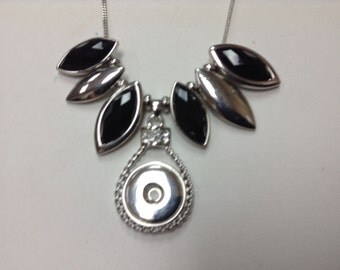 HANDMADE SILVER & BLACK snap necklace... Very nice!!!!