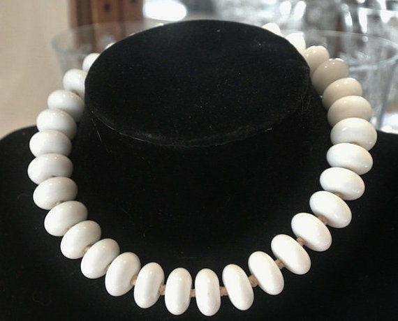 Milk Glass Necklace / Choker / 1940s Fashion / Japan