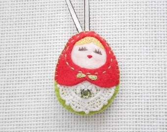 Felt Russian Doll (Medium), Felt Doll, Felt Matryoshka, Stocking Stuffers, Christmas Ornament, Felt Keychain, Christmas Gift