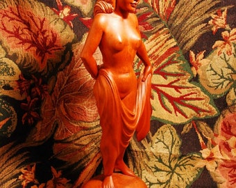 Expert Wood Carving Of Lovely Female Nude With Superb Detailing