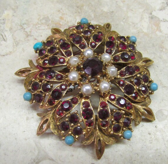 Gorgeous Florenza Cameo Pin Vintage by bitzofglitz4u