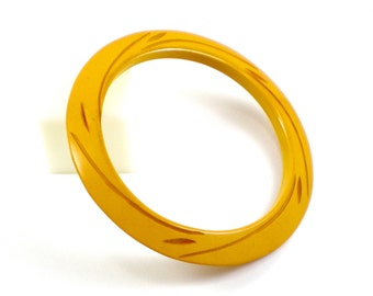 Carved Bakelite Bracelet -  Yellow Plastic Bangle  - Vintage Jewelry - Old Plastic Lucite Bangle Bracelet