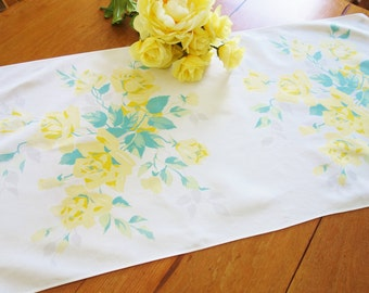 Wilendur Table Runner, Yellow Rose Runner, Wilendur Yellow Rose Runner, 1950s Table Runner