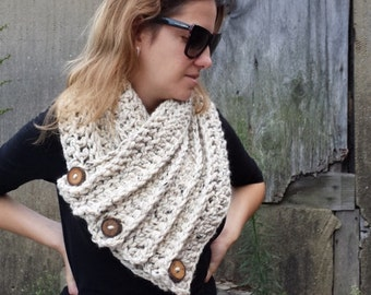 Chunky Crochet Scarf, Huntress Cowl, Chunky Crochet Cowl, Oatmeal Echarpes Cowl, Outlander Kapuze Cowl, Cowl with Buttons Handmade by Malasa