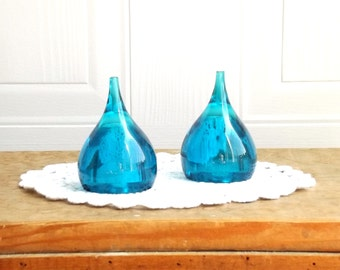 Mid Century Mod Aqua Teardrop Salt & Pepper Shakers, Acrylic, Teal Blue, Retro Kitchen