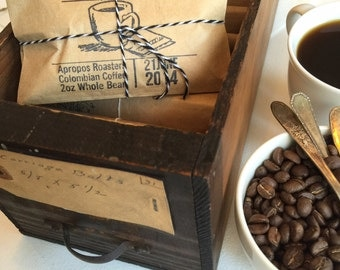 Rustic Winter Wedding Favors. Freshly Roasted Coffee. Set of 50 with Custom Stamp.