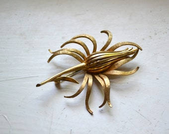 1960s Corocraft Flower Brooch