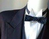bowtie in cotton batik fabric, skinny style, self tie bow tie, freestyle  - bow tie ships worldwide from Bagzetoile - gifts for men