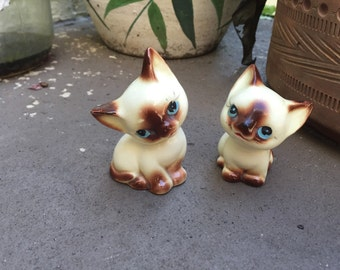 Make me an Offer! Cute Siamese Kitty Salt and Pepper Shakers