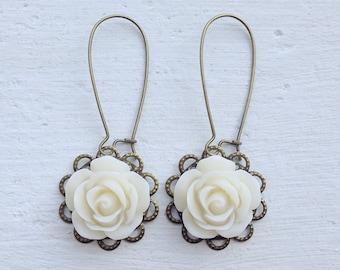 Romantic Rose Earrings/Ivory Earrings/Cream Earrings/Rustic Wedding Earrings/Bridesmaid Earrings/Garden Wedding Earrings/Rose Earrings