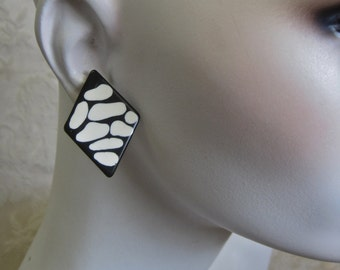 Modernist Earrings Black and White Vintage 80s Button Style Post Pierced Abstract Triangles Tribal Bold