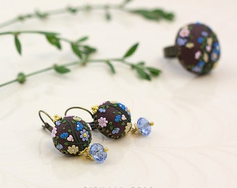 Edge of the woods. Handmade applique flowery clay earrings.