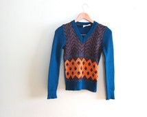 SALE 1970s Vintage Sweater - 70s clothing - Chevron - Blue V Neck Sweater - Thin - Multicolor - xs small