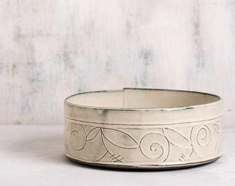 White Ceramic bowl, Ceramic serving Bowl, large fruit bowl, Ceramic baking dish, White modern bowl, spiral leaf pattern, white kitchen decor