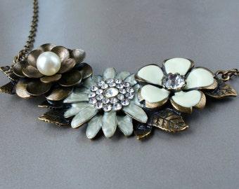 Statement Necklace, chunky necklace, Bib style, Crystal flower, vintage style