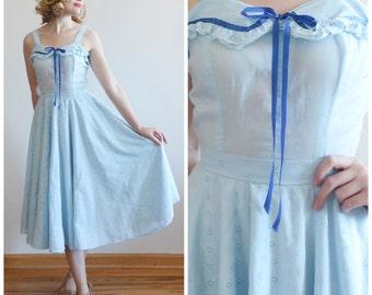 SALE * Forget-me-not Dress * 1970s blue circle skirt dress * Size 4