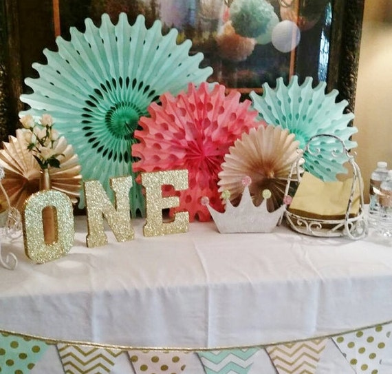 Coral, mint, & gold party decor