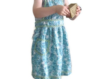 Vintage Toddler Childs Apron, from the 1950s. Kids Full Apron, Blue Green Floral; Ric Rac with Pocket. Childrens Costume Cooking Bib Apron.