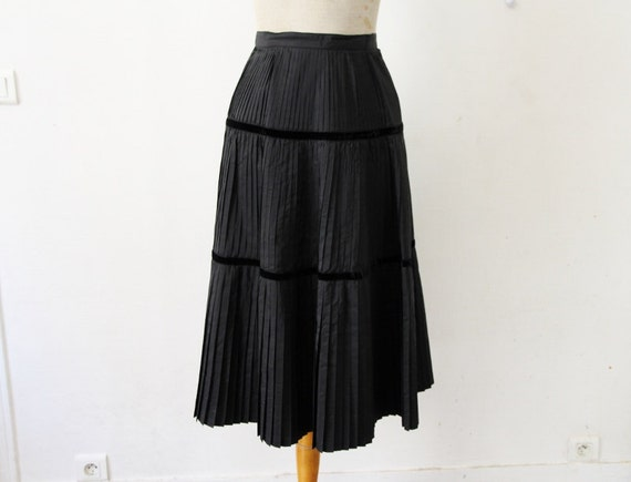1950s black pleated skirt 50s flared skirt new look high